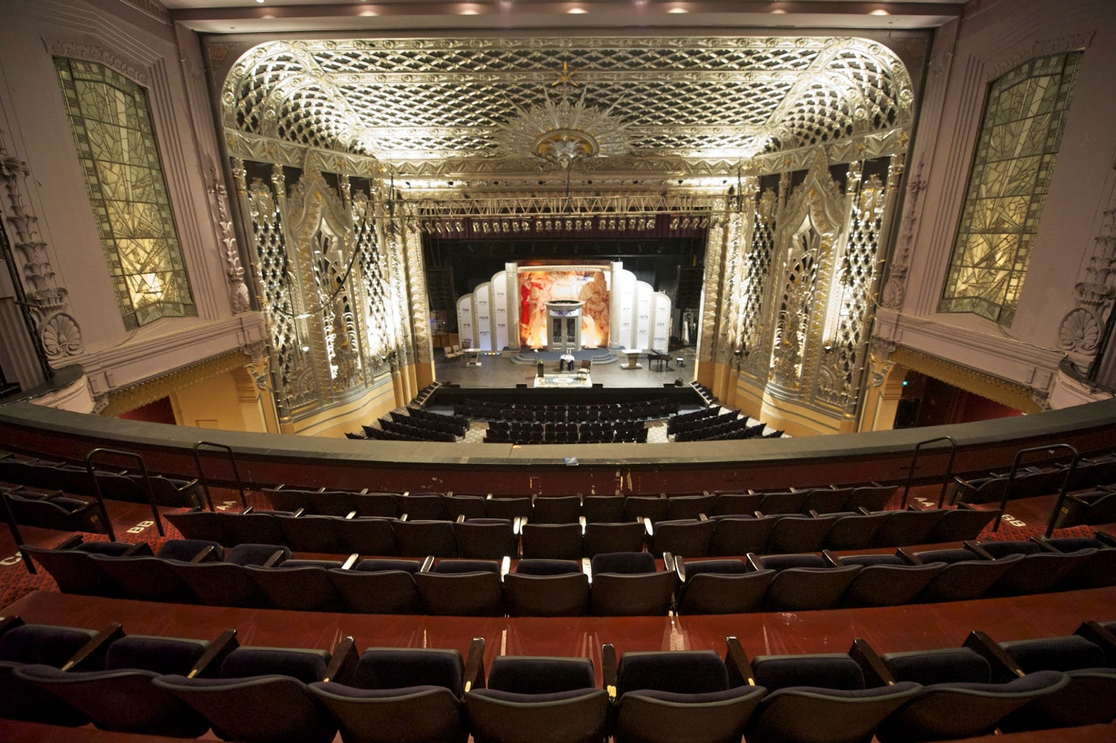 Beverly hills distinguished speaker series for Open balcony in a theatre